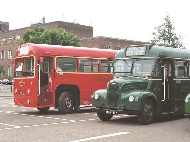 ian 39 s bus stop hitchin running day 2003. Black Bedroom Furniture Sets. Home Design Ideas